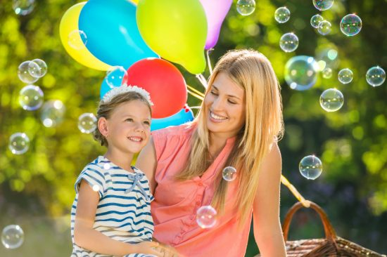 Woman and girl look at soap bubbles. Image: PUSTEFIX